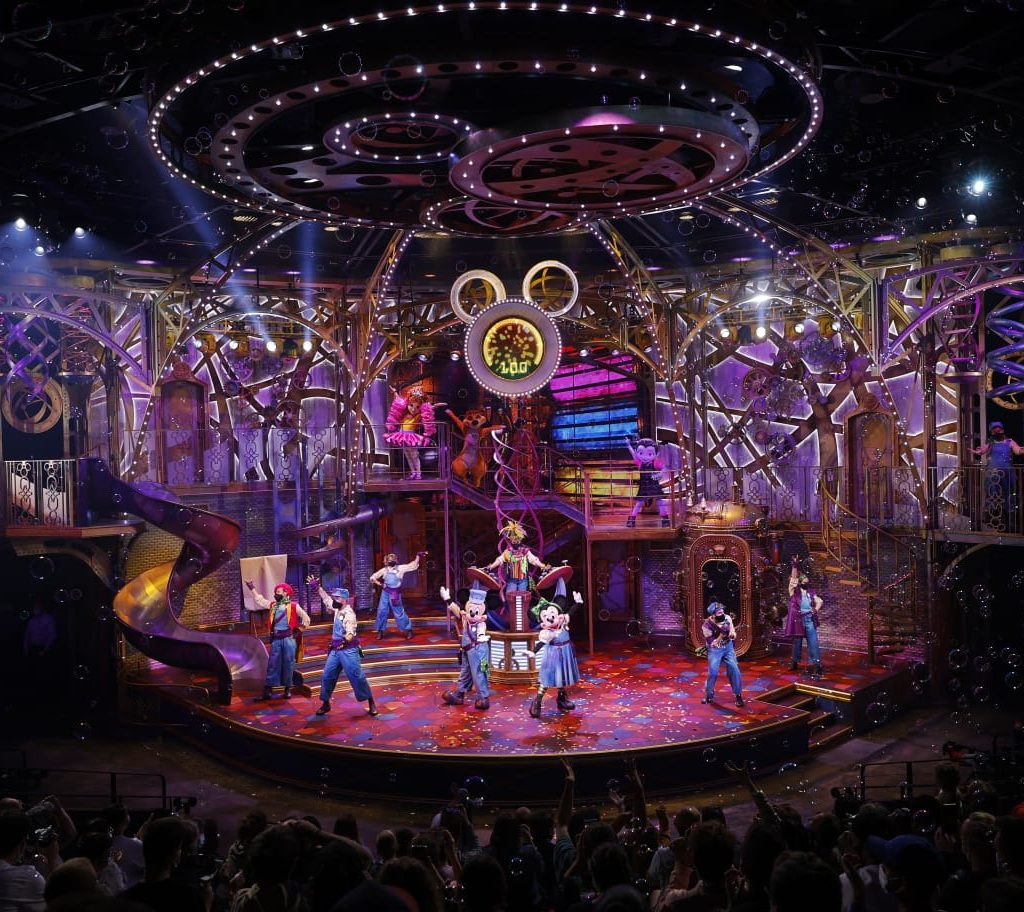 """Featured image for """"Yaron reveals all of the secrets behind the making of Disneyland Paris' newest stage production """"Disney Junior Dream Factory"""""""""""